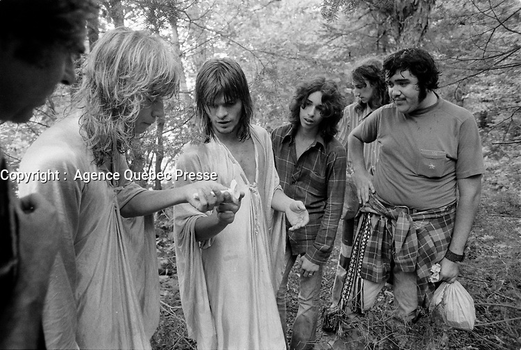 ARCHIVE -<br /> <br /> Jeunes vivant dans une commune, en région<br /> vers 1973, date exacte inconnue<br /> <br /> Photo : Agence Quebec Presse  - Alain Renaud