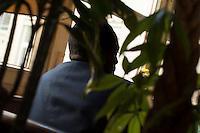 Fluechtling Ahmed aus Niger<br /> Ahmed hat die Flucht uebers Mittelmeer ueberlebt. Seitdem schlaegt er sich durch Europa und lebt seit Mitte 2014 in Berlin. Wie viele andere Fluechtlinge wuenscht er sich vor allem eines: ein Leben in Wuerde. Die Entscheidung zur Flucht ueber das Mittelmeer fiel im Sommer 2011 als auf die libysche Hauptstadt Tripolis Bomben der  Nato-Truppen regneten um den Diktator Gaddafi zu stuerzten. Ahmed wusste, dass er sein Leben in Gefahr ist, also stieg er in ein Schlauchboot, zusammen mit 120 weiteren Fluechtlingen. Er hatte Glueck. Nach 24 Stunden erreicht das Boot die italienische Insel Lampedusa. <br /> So lange der 30jaehrige Fluechtling keinen sicheren Aufenthaltsstatus hat, moechte er unerkannt bleiben.<br /> 29.4.2015, Berlin<br /> Copyright: Christian-Ditsch.de<br /> [Inhaltsveraendernde Manipulation des Fotos nur nach ausdruecklicher Genehmigung des Fotografen. Vereinbarungen ueber Abtretung von Persoenlichkeitsrechten/Model Release der abgebildeten Person/Personen liegen nicht vor. NO MODEL RELEASE! Nur fuer Redaktionelle Zwecke. Don't publish without copyright Christian-Ditsch.de, Veroeffentlichung nur mit Fotografennennung, sowie gegen Honorar, MwSt. und Beleg. Konto: I N G - D i B a, IBAN DE58500105175400192269, BIC INGDDEFFXXX, Kontakt: post@christian-ditsch.de<br /> Bei der Bearbeitung der Dateiinformationen darf die Urheberkennzeichnung in den EXIF- und  IPTC-Daten nicht entfernt werden, diese sind in digitalen Medien nach §95c UrhG rechtlich geschuetzt. Der Urhebervermerk wird gemaess §13 UrhG verlangt.]