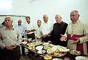 Irak  2002<br /> Repas à Levo , village chrétien, avec l'évêque Mgr Petros Harbol<br />  Iraq 2002<br /> Lunch in Levo, christian village, with Bishop Petros Harbol