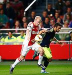 Nederland, Amsterdam, 5 november 2015<br /> Europa League<br /> Seizoen 2015-2016<br /> Ajax-Fenerbahce (0-0)<br /> Davy Klaassen, aanvoerder van Ajax, en Gokhan Gonul van Fenerbahce strijden om de bal