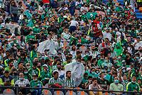 MEDELLIN - COLOMBIA, 30-08-2021: Hinchas de Nacional previo a partido entre Atlético Nacional y Aguilas Doradas Rionegro por la fecha 7 de la Liga BetPlay DIMAYOR II 2021 jugado en el estadio Atanasio Girardot de Medellín. / Fans of Nacional before match for the date 7 as part of BetPlay DIMAYOR League II 2021 between Atletico Nacional and Aguilas Doradas Rionegro played at Atanasio Girardot stadium in Medellín City. Photo: VizzorImage / Donaldo Zuluaga / Cont