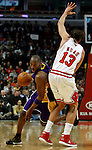 UNITED CENTER CHICAGO USA 15.12.2009.MECZ LIGI NBA CHICAGO BULLS - LOS ANGELES LAKERS 87:96. KOBE BRYANT ZDOBYL 42 PUNKTY I POPROWADZIL LA LAKERS DO 19-GO ZWYCIESTWA W TYM SEZONIE..N Z KOBE BRYANT Z LEWEJ LOS ANGELES LAKERS.KAMIL KRZACZYNSKI / NEWSPIX.PL..KOBE BRYANT LOS ANGELES LAKERS AGAINST JOAKIM NOAH CHICAGO BULLS...---.Newspix.pl