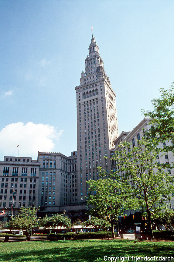 Cleveland: Terminal Tower Complex, 1923-1934. 708 ft. high, tallest in city until 1990. Architects Graham, Anderson, Probst & White. Photo '91.