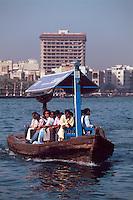 Vereinigte arabische Emirate (VAE, UAE), Dubai, Fährboote (Abra) auf dem Creek
