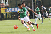 BOGOTA -COLOMBIA, 21-02-2017. Harrison Mancilla (R) player of Tigres FC figths the ball against of Jefferson Duque (L) player of Deportivo Cali during match for the date 5 of the Aguila League I 2017 played at Metropolitano de Techo stadium . Photo:VizzorImage / Felipe Caicedo  / Staff