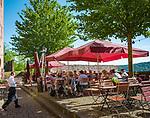 Deutschland, Baden-Wuerttemberg, Region Heilbronn-Franken, am Ende des Taubertals, Wertheim: hier muendet die Tauber in den Main, die Burg Wertheim oberhalb der Stadt ist eine der aeltesten Burgruinen Baden-Wuerttembergs, das Burg-Restaurant und -Café | Germany, Baden-Wuerttemberg, Tauber Valley, Wertheim: Castle Wertheim above town, Castle Restaurant