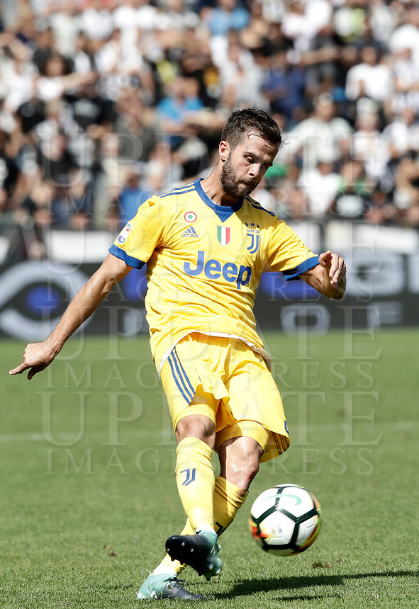 Calcio, Serie A: Reggio Emilia, Mapei stadium, 17 settembre 2017.<br /> Juventus' Miralem Pjanic in action during the Italian Serie A football match between Sassuolo and Juventus at Reggio Emilia's Mapei stadium, September 17, 2017.<br /> UPDATE IMAGES PRESS/Isabella Bonotto
