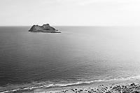 Aerial view of Alcatraz Island near the coast of Kino Bay, Sonora Mexico. Landscape, sea and beach on Alcatras Island the Gulf of California, Sea of Cortez or Mar Bermejo, which is located between the Baja California peninsula. tourist destination. land, dry land on the horizon..<br /> (Photo: Luis Gutierrez / NortePhoto.com)<br /> Vista aérea de isla Alcatraz cercana a la costa de la bahia de Kino, Sonora Mexico.paisaje, mar y playa en isla Alcatras el Golfo de California, Mar de Cortés o Mar Bermejo, que se encuentra entre la península de Baja California. destino turístico. tierra, tierra firme  en el horizonte<br /> (Photo: Luis Gutierrez / NortePhoto.com)