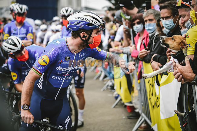 Mark Cavendish (GBR) Deceuninck-Quick Step arrives at sign on before the start of Stage 1 of the 2021 Tour de France, running 197.8km from Brest to Landerneau, France. 26th June 2021.  <br /> Picture: A.S.O./Pauline Ballet   Cyclefile<br /> <br /> All photos usage must carry mandatory copyright credit (© Cyclefile   A.S.O./Pauline Ballet)