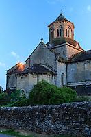 France, Corrèze (19), Aubazine, abbaye cistercienne Saint-Étienne, l'église le soir // France, Correze, Aubazine, the church abbey at night