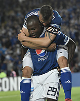 BOGOTA - COLOMBIA, 17-04-2018: Eliser Quionez (abajo) jugador de Millonarios de Colombia celebra con Andres Cadavid (arriba) después de anotar el tercer gol de su equiopo a Deportivo Lara de Venezuela durante partido por la fecha 3, grupo G, de la CONMEBOL Libertadores 2018 jugado en el estadio Nemesio Camacho El Campin de la ciudad de Bogotá. / Eliser Quionez (down) player of Millonarios of Colombia celebrates with Andres Cadavid (up) after scoring the third goal of his team to Deportivo Lara of Venezuela during match for the date 3, group G, of the CONMEBOL Libertadores 2018 played at Nemesio Camacho El Campin stadium in Bogota city. Photo: VizzorImage / Gabriel Aponte / Staff.