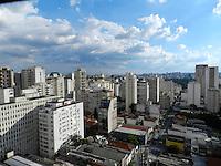 ATENÇÃO EDITOR: FOTO EMBARGADA PARA VEÍCULOS INTERNACIONAIS. – SÃO PAULO - SP –  11 DE NOVEMBRO 2012. CLIMA/TEMPO, tarde de domingo ensolarada São Paulo. FOTO: MAURICIO CAMARGO / BRAZIL PHOTO PRESS.