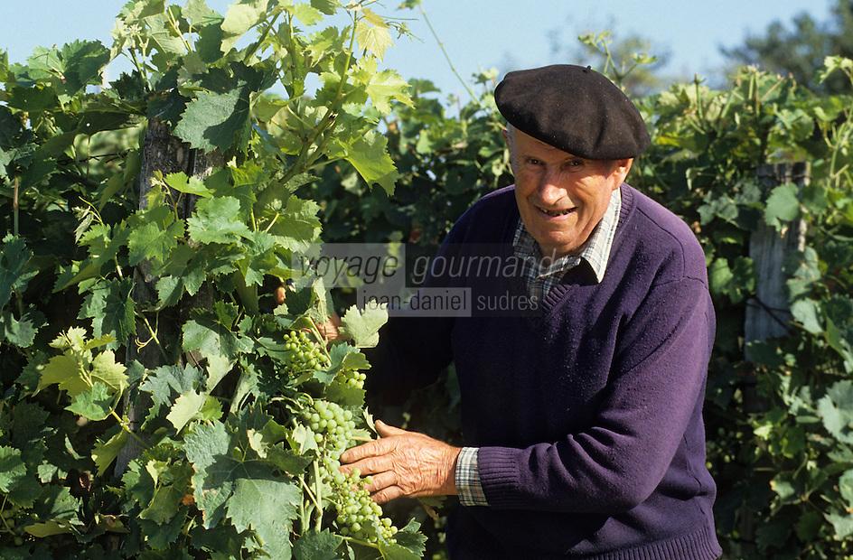 Europe/France/Aquitaine/50/Landes/Villeneuve-de-Marsan: Mr Faget viticulteur-tonnelier [Non destiné à un usage publicitaire - Not intended for an advertising use]<br /> PHOTO D'ARCHIVES // ARCHIVAL IMAGES<br /> FRANCE 1990