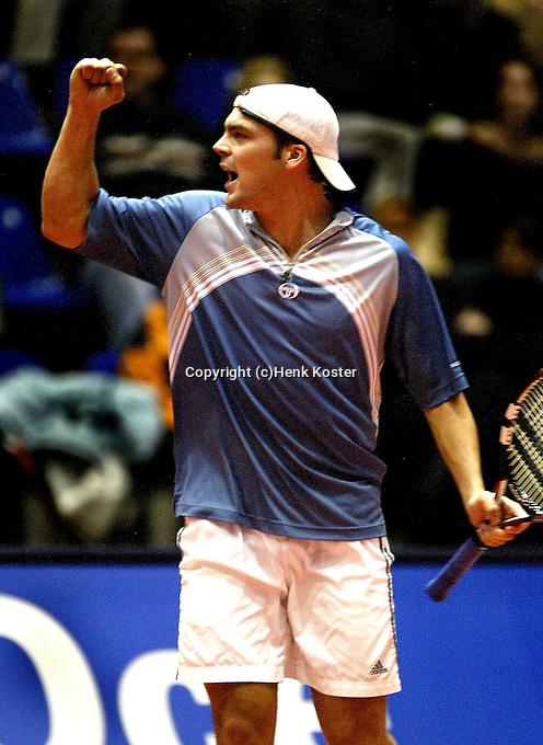 20031214, Rotterdam, LSI Masters, Paul Logtens viert feest nadat hij Raemon Sluiter in de finale heeft verslagen