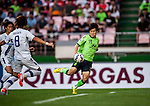 Park Wonhae of Jeonbuk Hyundai Motors in action during Jeonbuk Hyundai Motors vs Gamba Osaka during the 2015 AFC Champions League Quarter-Final 1st Leg match on August 26, 2015 at the Jeonju World Cup Stadium, in Jeonju, Korea Republic. Photo by Xaume Olleros /  Power Sport Images
