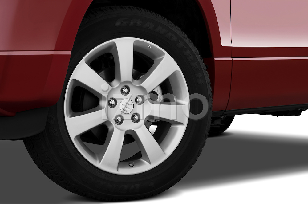 Tire and wheel close up detail view of a 2009 Suzuki Grand Vitara