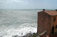- the small ancient village of Tellaro ....- il piccolo paese antico di Tellaro