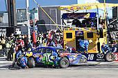 Monster Energy NASCAR Cup Series<br /> Pennzoil 400<br /> Las Vegas Motor Speedway, Las Vegas, NV USA<br /> Sunday 4 March 2018<br /> Kyle Busch, Joe Gibbs Racing, Toyota Camry M&M's Caramel, makes a pit stop<br /> World Copyright: John K Harrelson<br /> NKP / LAT Images