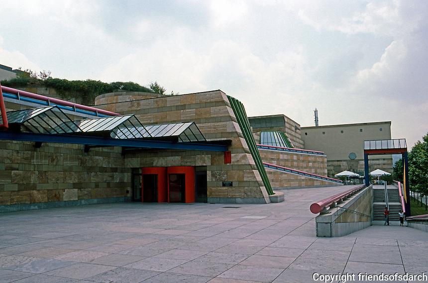 "James Stirling, Michael Wilford & Assoc.: Neve Staatsgalerei, Stuttgart. ""Architectural landscape""."