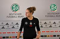 Kim Kulig (D)<br /> PK mit Kim Kulig und Nadine Angerer *** Local Caption *** Foto ist honorarpflichtig! zzgl. gesetzl. MwSt. Auf Anfrage in hoeherer Qualitaet/Aufloesung. Belegexemplar an: Marc Schueler, Am Ziegelfalltor 4, 64625 Bensheim, Tel. +49 (0) 151 11 65 49 88, www.gameday-mediaservices.de. Email: marc.schueler@gameday-mediaservices.de, Bankverbindung: Volksbank Bergstrasse, Kto.: 151297, BLZ: 50960101