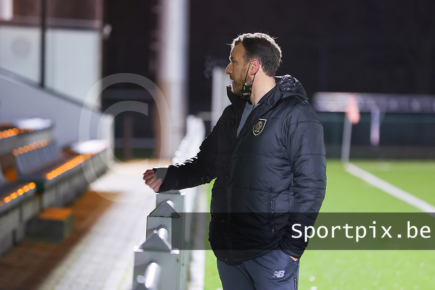 Head coach Hamide Lamara (Standard) pictured before a female soccer game between Oud Heverlee Leuven and Standard Femina De Liege on the 10th matchday of the 2020 - 2021 season of Belgian Womens Super League , sunday 20 th of December 2020  in Heverlee , Belgium . PHOTO SPORTPIX.BE | SPP | SEVIL OKTEM