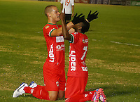 TUNJA -COLOMBIA, 14-09-2006. Alan Navarro (Izq) y Carlos Rivas (Der) de Patriotas FC celebran un gol anotado a Cucuta Deportivo durante partido por la fecha 3 de la Liga Águila I 2015 realizado en el estadio La Independencia en Tunja./ Alan Navarro (L) y Carlos Rivas (R) of Patriotas FC celebrate a goal scored to Cucuta Deportivo during match for the 3th date of Aguila League I 2015 at La Independencia stadium in Tunja. Photo: VizzorImage/Jose Miguel Palencia/STR