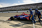 Alexander Rossi, Andretti Autosport Honda's crew brings the car back into the race after extensive repairs following a multi-car accident on lap 4