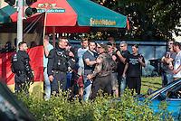 """Ca. 500 Menschen demonstrierten am Freitag den 31. Juli 2015 im Saechsischen Feital gegen Rassismus und fuer die Aufnahme von Fluechtlingen.<br /> Nach mehreren Wochen rassistischer Uebergriffe und Bedrohungen durch einen Teil der Freitaler Bevoelkerung war dies ein Zeichen der Solidaritaet mit den gefleuchteten Menschen.<br /> Am Rande der Demonstration kam es immer wieder zu rassistischen Poebeleien, Flaschenwuerfen und versuchten Angriffen auf die Demonstranten durch Neonazis und Hooligans die sich vor ihrer Stammkneipe """"Timba"""" versammelt hatten. Vereinzelt ging die Polizei gegen die Rechten vor und nahm mindestens eine Person wegen zeigen eines Hitlergrusses fest. Die Flaschenwuerfe blieben fuer die Rechten folgenlos.<br /> Im Bild: Rechte halten einen der ihren zurueck der einen Polizisten anpoebelt.<br /> 31.7.2015, Freital/Sachsen<br /> Copyright: Christian-Ditsch.de<br /> [Inhaltsveraendernde Manipulation des Fotos nur nach ausdruecklicher Genehmigung des Fotografen. Vereinbarungen ueber Abtretung von Persoenlichkeitsrechten/Model Release der abgebildeten Person/Personen liegen nicht vor. NO MODEL RELEASE! Nur fuer Redaktionelle Zwecke. Don't publish without copyright Christian-Ditsch.de, Veroeffentlichung nur mit Fotografennennung, sowie gegen Honorar, MwSt. und Beleg. Konto: I N G - D i B a, IBAN DE58500105175400192269, BIC INGDDEFFXXX, Kontakt: post@christian-ditsch.de<br /> Bei der Bearbeitung der Dateiinformationen darf die Urheberkennzeichnung in den EXIF- und  IPTC-Daten nicht entfernt werden, diese sind in digitalen Medien nach §95c UrhG rechtlich geschuetzt. Der Urhebervermerk wird gemaess §13 UrhG verlangt.]"""