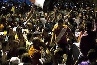 EGITTO, IL CAIRO 9/10 settembre 2011: assalto all'ambasciata israeliana. Migliaia di manifestanti egiziani, ancora infuriati per l'uccisione di cinque guardie di frontiera egiziane da parte dell'esercito israeliano, hanno fatto irruzione nella sede diplomatica israeliana e sono stati poi sgomberati da esercito e polizia egiziana. Nell'immagine: scontri tra manifestanti e polizia.<br /> Egypt attack to the Israeli embassy  Attaque à l'ambassade israelienne Caire