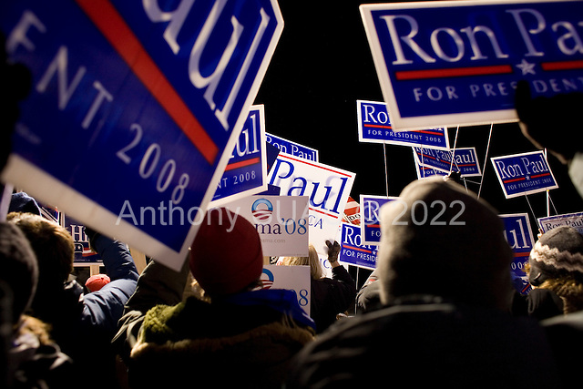 Manchester, New Hampshire<br /> January 5, 2008<br /> <br /> Candidate supporters outside the hall of the debates with first the Republicans and then the Democrats at Aselm College.