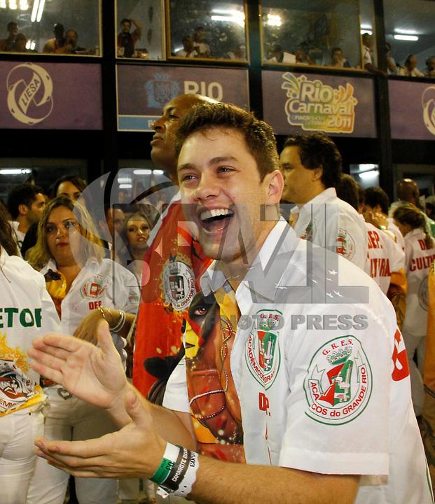RIO DE JANEIRO, RJ, 08 DE MARÇO DE 2011 - CARNAVAL RJ / GRANDE RIO - O ator Leonardo Miggiorin  durante desfile da Grande Rio no Sambódromo da Marquês de Sapucaí, durante o segundo dia dos desfiles do Grupo Especial do Carnaval 2011, do Rio de Janeiro, na madrugada desta terça-feira (8). (FOTO: VANESSA CARVALHO / NEWS FREE).