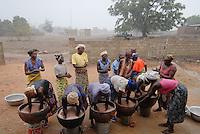 BURKINA FASO, Pó ,Projekt Frauen Kooperative PAPBK zur Herstellung Shea Butter und Seife aus shea Nuss des Karite Baum - BURKINA FASO, Project women cooperative production shea butter from shea nut