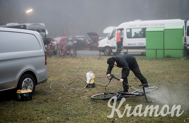 cleaning the bikes post-recon<br /> <br /> 2016 CX UCI World Cup Zeven (DEU)