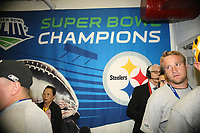 Super Bowl Champion Banner an der Kabine der Pittsburgh Steelers<br /> Super Bowl XLIII - Arizona Cardinals vs. Pittsburgh Steelers<br /> *** Local Caption *** Foto ist honorarpflichtig! zzgl. gesetzl. MwSt. Auf Anfrage in hoeherer Qualitaet/Aufloesung. Belegexemplar an: Marc Schueler, Am Ziegelfalltor 4, 64625 Bensheim, Tel. +49 (0) 6251 86 96 134, www.gameday-mediaservices.de. Email: marc.schueler@gameday-mediaservices.de, Bankverbindung: Volksbank Bergstrasse, Kto.: 151297, BLZ: 50960101