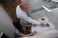 Laboratorio di assaggio e degustazione dei prodotti da testare.Il laboratorio Coop Italia si occupa dell'analisi, controllo e gestione della sicurezza alimentare. The laboratory Coop Italy deals with the analysis, control and management of food safety...