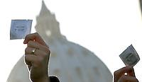 Manifestanti tengono in mano profilattici durante una protesta indetta dai Radicali Italiani a Roma, 23 marzo, 2009, davanti a Piazza San Pietro, contro la presa di posizione di Papa Benedetto XVI nei confronti del preservativo come strumento di lotta all'Aids..Demonstrators hold condoms during a protest in Rome, 23 march 2009, in front of St. Peter square. Critics worldwide condemned Pope Benedict XVI's rejection of condoms to fight the AIDS epidemic, during his pilgrimage to Africa..UPDATE IMAGES PRESS/Riccardo De Luca