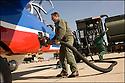 -2008- Salon de Provence- Patrouille de France, sergent-chef Bruno Laurence ravitaille en carburant un Alphajet. (2 000 litres de kérosène)