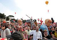 Manifestazione nazionale della Cgil al Circo Massimo, Roma, 4 aprile 2009, contro le politiche economiche e sociali del governo..A view of the Circus Maximus crowded of demonstrators during a rally by the Italian General Confederation of Labour (CGIL) labour union in Rome, 4 april 2009, against Italian government's social and economic policies..UPDATE IMAGES PRESS/Riccardo De Luca