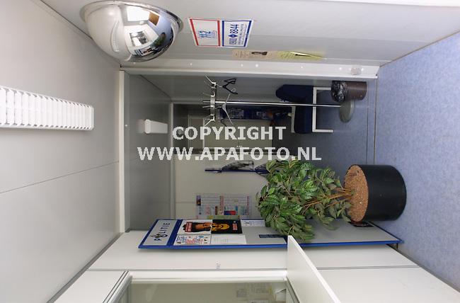 doetinchem260301 touax Cabin bij politiebureau<br />foto frans ypma APA-foto