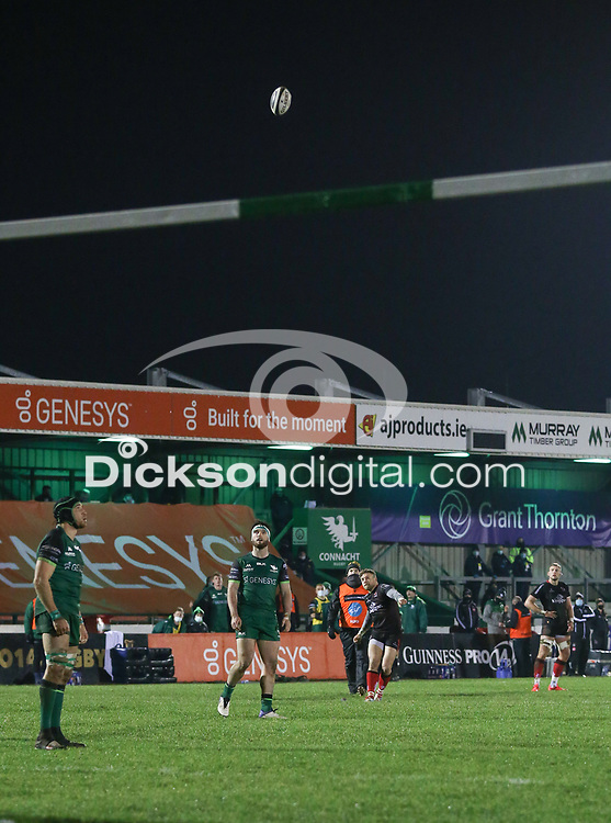 27th December 2020   Connacht  vs Ulster <br /> <br />  Ian Madigan lands his third penalty goal for Ulster during the Guinness PRO14 match between Connacht and Ulster at The Sportsground in Galway. Photo by John Dickson/Dicksondigital