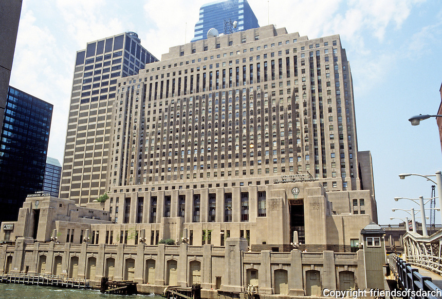 Chicago: Riverside Plaza, formerly Chicago Daily News, 1929. Holabird & Root. The purified skyscraper style of the late 20's.