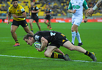 Chiefs Brad Weber scores a disallowed try during the Super Rugby Aotearoa match between the Hurricanes and Chiefs at Sky Stadium in Wellington, New Zealand on Saturday, 8 August 2020. Photo: Dave Lintott / lintottphoto.co.nz