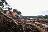 BRUMADINHO, MG, 25.01.2019:ROMPIMENTO DA BARRAGEM EM BRUMADINHO. Moradores durante desastre ambiental na represa da Cia Vale, em Corrego do Feijao-Brumadinho, região metropolina de Belo Horizonte, MG, na tarde desta sexta feira (25) (foto Giazi Cavalcante/Codigo19)
