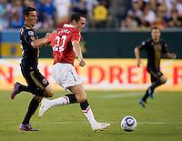 John O'Shea, Sebastien Le Toux. Manchester United defeated Philadelphia Union, 1-0.