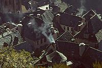 Europe/France/Auvergne/12/Aveyron/Conques: Vue sur les toits en lauze (ou lause) du village