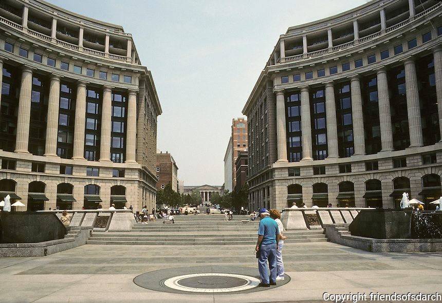 Washington D.C. : Market Square and the Navy Memorial at Pennsylvania and 8th. Hartman-Cox, architects for buildings; Conklin -Rossant for memorial. Very Bofill! Photo '91.