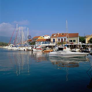 Greece, Cephalonia (Ionian island), Fiskardo: View of Harbour with Cafes | Griechenland, Kefalonia (Ionische Insel), Fiskardo: Hafen mit Cafes