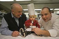 Europe/France/Rhone-Alpes/73/Savoie/Courchevel:  Michel Rochedy  et son petit fils en cuisine, Hôtel-Restaurant :Le Chabichou  [Non destiné à un usage publicitaire - Not intended for an advertising use]