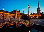 Spanien, Andalusien, Sevilla: Palacio Espanol, Plaza de Espana, abends | Spain, Andalusia,Seville: Palacio Espanol, Plaza de Espana, evening