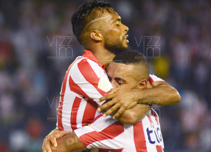 BARRANQUILLA - COLOMBIA ,13-07-2019: Luis González y Freddy Hnestroza jugadores del Atlético Junior celebran un gol contra el  Deportes Tolima (Autogol de Balanta)  durante partido por la fecha 1 de la Liga Águila II 2019 jugado en el estadio Metropolitano Roberto Meléndez de la ciudad de Barranquilla . / Luis Gonzalez and Freddy Hinestroza  players of Atletico Juniorcelebrates after scoring a goal agaisnt  of Deportes Tolima during the  match for the date 1 of the Liga Aguila I 2019 played at Metropolitano Roberto Melendez Satdium in Barranquilla City . Photo: VizzorImage / Alfonso Cervantes / Contribuidor.